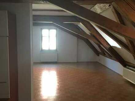 Attraktive 1-Zimmer-Dachgeschosswohnung mit EBK in Amberg