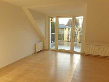 Stilvolle, sanierte 2-Zimmer-DG-Maisonette-Wohnung mit Balkon, Gäste-WC und EBK in Hoppegarten