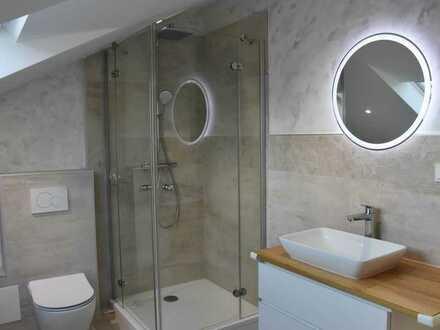 Neuwertige 3-Raum-DG-Wohnung mit Balkon und Einbauküche in Rauenberg
