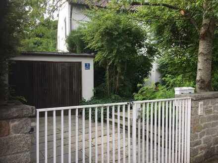 Schönes Einfamilienhaus mit Einliegerwohnung und großem Garten, lichtduchflutet und ruhig