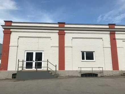 Zentrale Lagerhalle mit Büro