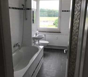 Neu sanierte helle 2 Zimmer Wohnung im 2 OG mit Laminat und neuen Bad