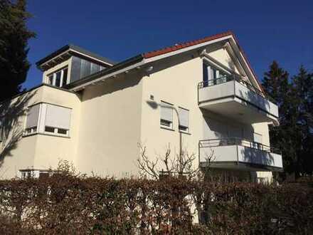 Ruhige, sonnige Dachgeschosswohnung zentral in Allmannsdorf gelegen