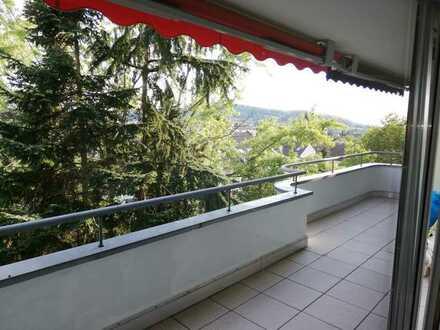 Freundliche 3-Zimmer-Wohnung mit 2 Balkonen in AB-Schweinheim ruhige Lage