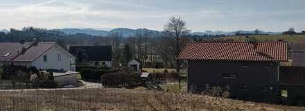 Sonniges Baugrundstück mit Bergblick für ein Ein-/ oder Zweifamilienhaus in Huglfing