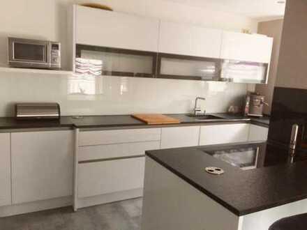 Neuwertige 3 Zimmer Wohnung mit Balkon und Einbauküche in Briesnitz