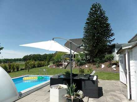 Charmantes Friesenhaus mit Traumgrundstück, Pool und viel Wohlfühlatmosphäre