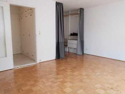 Stilvolle, geräumige und sanierte 1-Zimmer-Wohnung mit Balkon in Milbertshofen, München