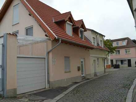 Moderne , helle Doppelhaushälfte im Zentrum von Worms