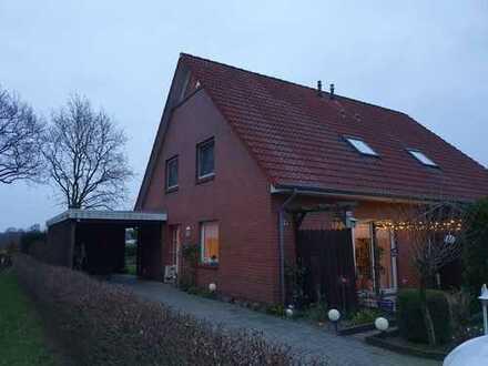 Schönes Haus mit fünf Zimmern, Carport und Garten in Wiefelstede