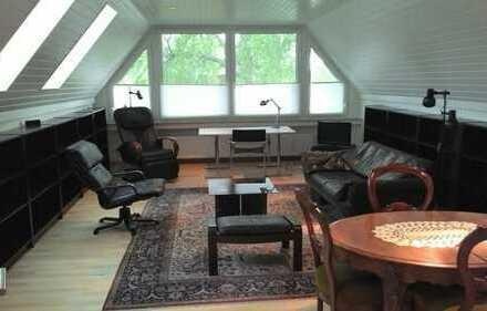 Stilvolle, möblierte 2-Zimmer-Dachgeschosswohnung mit Einbauküche in Hannover-Anderten