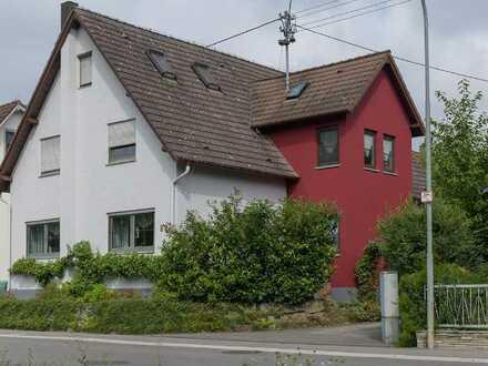Schöne Maisonette-Wohnung mit vier Zimmern und Einbauküche in Aidlingen