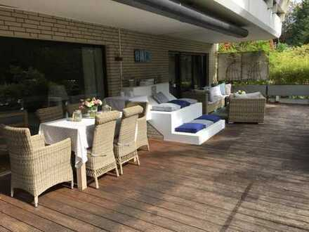 Stilvolle, modernisierte 5-Zimmer-EG-Wohnung mit Terrasse und Gartenalleinbenutzung in Düsseldorf