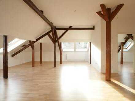 Exklusive 95 qm Dachgeschosswohnung mit großzügiger Dachterrasse