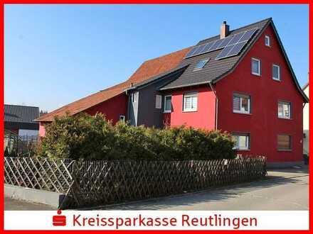 Renoviertes Einfamilienhaus mit Scheune und zwei Garagen