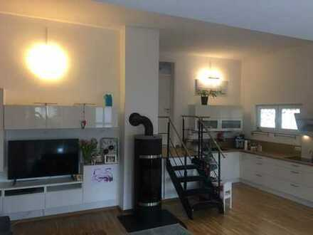 Vollständig renovierte 3-Raum-Terrassenwohnung mit Balkon in Bergisch