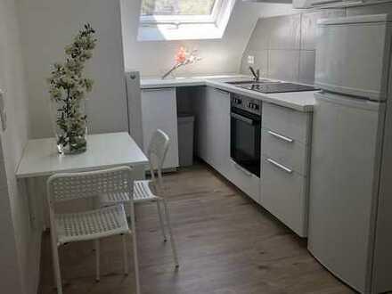 Sanierte 3-Zimmer-DG-Wohnung mit Einbauküche/ Möbliert/ in Stuttgart