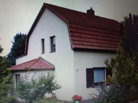 direkt bezugsfrei: Einfamilienhaus mit großem Grundstück BJ. 1932 massiv, 3 Etagen