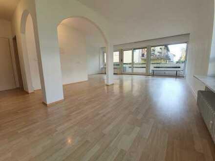 Frisch renovierte, helle Wohnung im 4 Parteienhaus