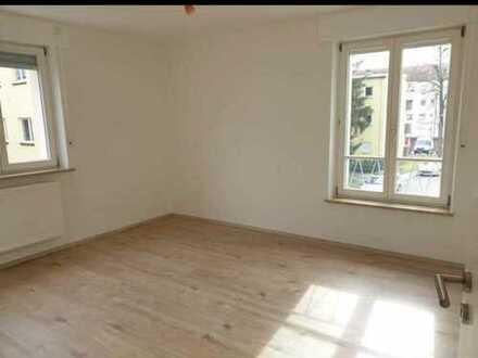 Gemütliche Wohnung in Augsburg-Pfersee mit Balkon und Einbauküche