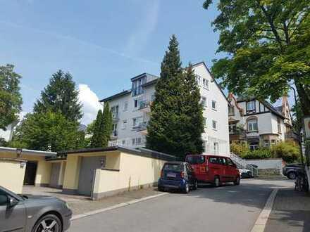 Stilvolle 2-Zimmer-Hochparterre-Wohnung mit Balkon und Einbauküche in Wiesbaden