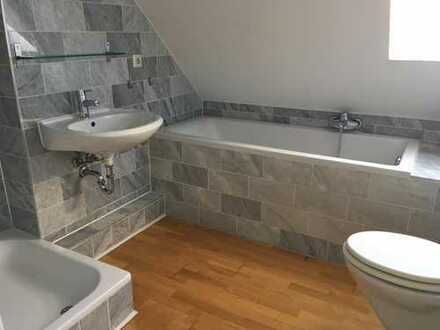 Schöne Maisonette-Whg. mit 2 Bädern in renoviertem Haus- super Lage!