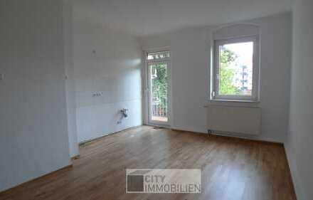 Wohnen im beliebten Maxfeld!! 2-Zimmerwohnung mit Sonnenbalkon, modernes Bad, Parkett