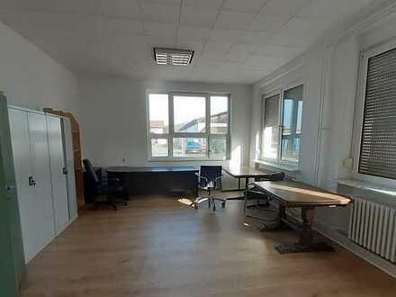 Helle, freundliche Büros in ruhiger Lage für nette Mieter