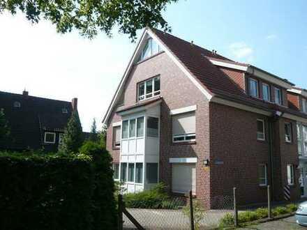 Helle 3-Zimmer-Wohnung mit Balkon und Einbauküche, Wintergartenflair
