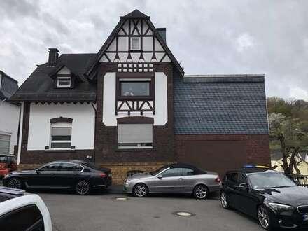 Siegen, großzügiges 2-Fam. Haus, ca. 230m² Wfl, 150m² Lager, Garage / Bj. 36, Anbau Bj. 93