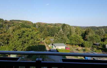 Vollständig renovierte 3-Zimmer-Wohnung mit Balkon in Jößnit