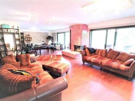 Aparte 3-4-Zi-Wohnung mit großem S-W-Garten und Balkon, zwei Garagen, ein Carport in Mönchengladbach