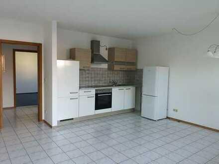 Gepflegte 2,5-Zimmer-Wohnung mit Balkon und Einbauküche in Nordendorf