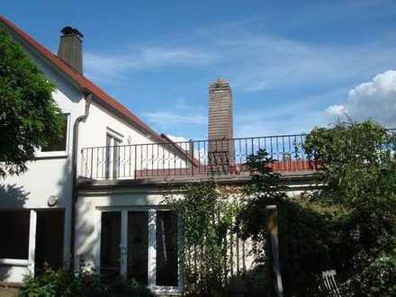 Familienfreundliches Einfamilienhaus mit idyllischem Garten + Garagen