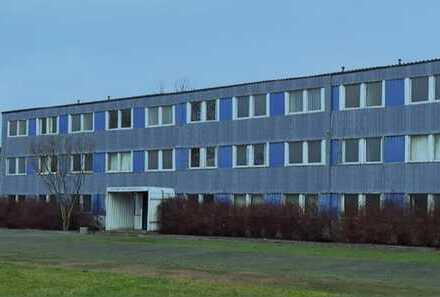 Großes Grundstück mit leerem Gebäude viel Potential HOSTEL