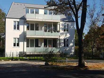 zentral gelegene, neuwertige, teilmöblierte 2-Zimmer-Wohnung mit Süd-Balkon und EBK in Kleinmachnow