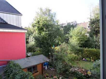 ***WESTFALENPARK: Gepflegte Wohnung mit Parkett und Wannenbad***