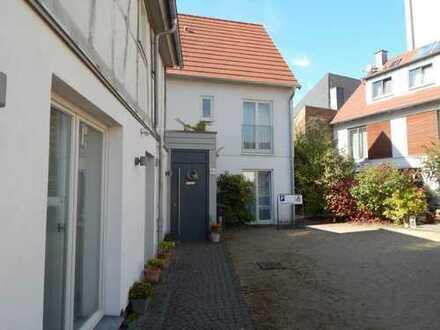 Nachhaltige, neuwertige 4-Zimmer-EG-Wohnung - attraktive Kapitalanlage in Schwalbach am Ts.
