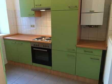 Modernisierte Wohnung mit zwei Zimmern und Einbauküche in Worms