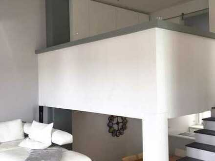 Neuwertige Maisonette-Wohnung mit Split Levels und großem Balkon sowie seperaten Eingang
