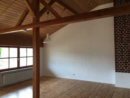 Günstige, vollständig renovierte 4-Zimmer-Wohnung mit Balkon in Hebertsfelden