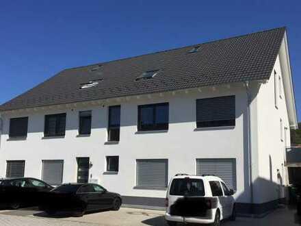 Stilvolle 3-Zimmer-EG-Wohnung mit Terrasse, Gartenanteil, Garage und 3 Parkplätzen