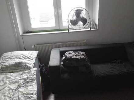 12qm Zimmer in netter 4er-WG in zentraler Lage