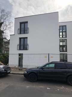 Hochwertige Wohnung auf drei Etagen mit Terrasse und kleinem Garten
