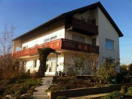 Gepflegte Wohnung mit vier Zimmern und Balkon in Mertingen