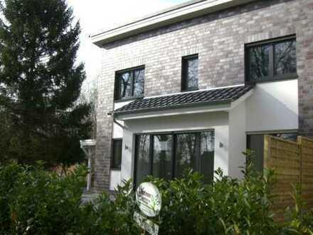 Schicke DHH - 4 Zimmer - Terrasse und Carport in Oldenburg, Ofenerdiek