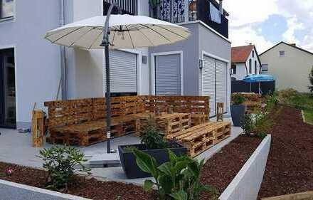 Neuwertige Erdgeschosswohnung mit großem Garten und Terrasse
