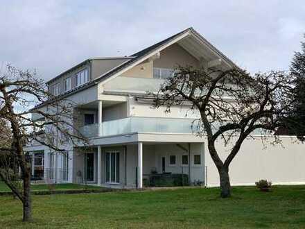 Luxus-Wohnung mit großer Dachterrasse in kleiner Wohnanlage