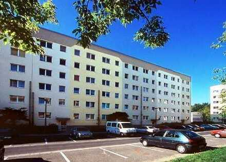 Preiswerte 4-Zimmer-Wohnung mit Balkon und Einbauküche in Neubrandenburg