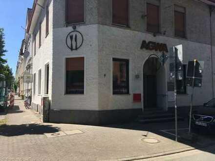 Zentrales Restaurant mit 50 Plätzen und Gastterrasse